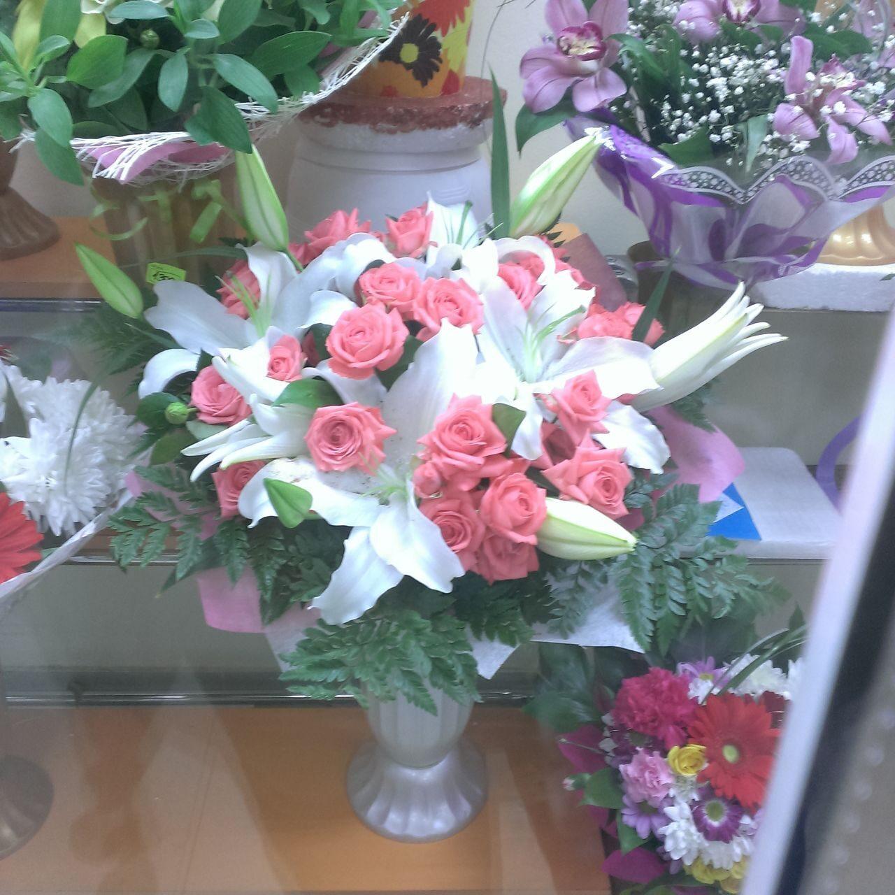 Заказ цветов в белой калитве